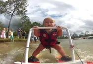 """""""Sốt"""" video bé 7 tháng tuổi lướt ván"""